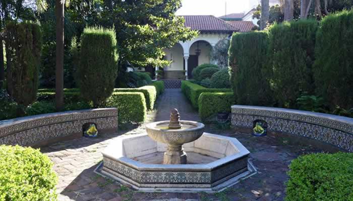 Una espa a medieval en pleno barrio de belgrano el jard n for Jardin andaluz
